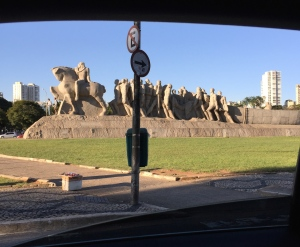 Monumento às Bandeiras, as seen from a car