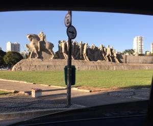 Monumento às Bandeiras, as seen from a car